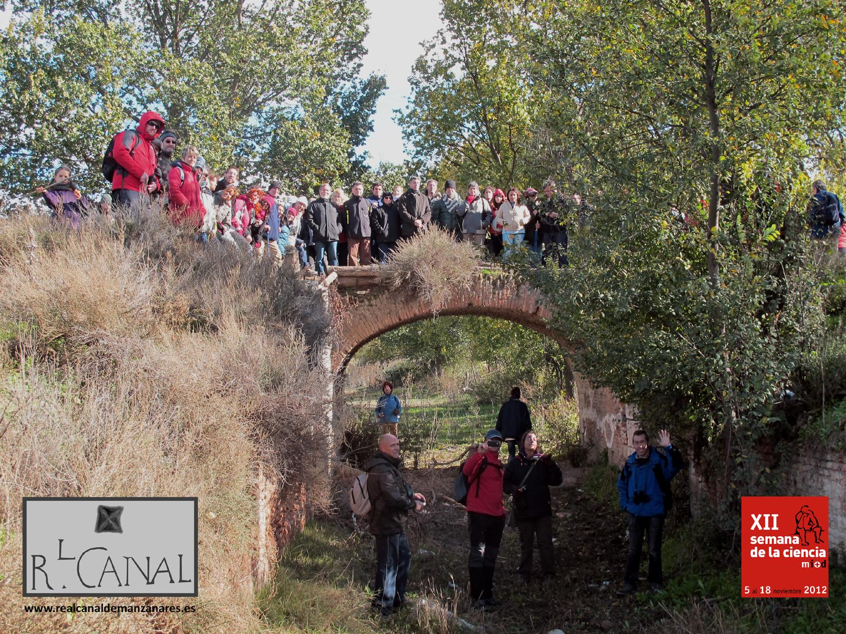 Posando en la Novena Esclusa. Excursión de la Semana de la Ciencia, 11 de Noviembre de 2012