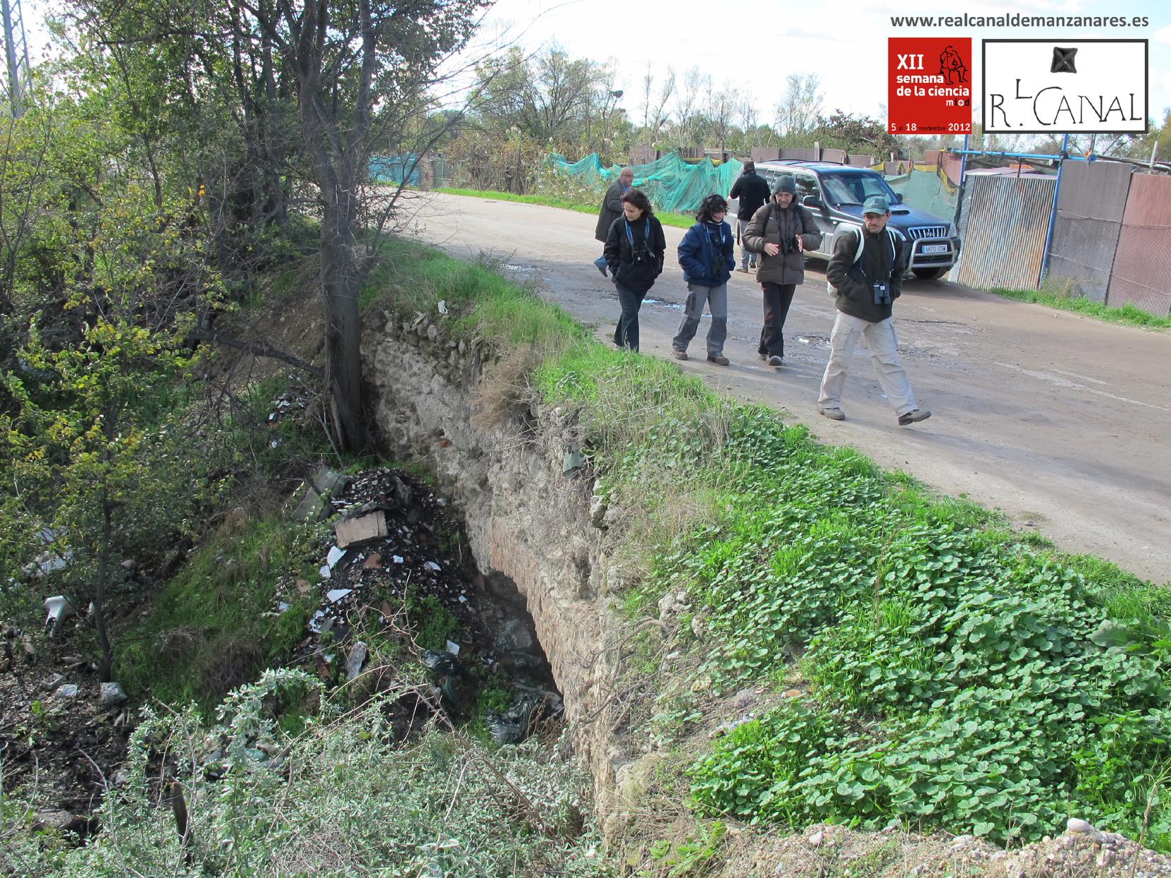 Los últimos rezagados atraviesan la Octava Esclusa por el puente. 11 de Noviembre de 2012